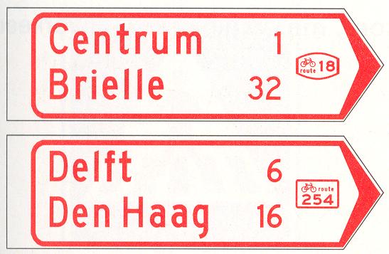 Wegwijzer voor fietsers en bromfietsers (handwijzer), met lokaal doel, interlokaal doel, stedelijk fietsroutenummer (boven), en met interlokale doelen en interlokaal fietsroutenummer (onder)